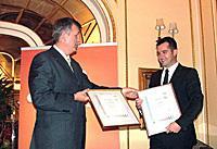 Goran Stojilković, Managing director of Zdravlje Actavis, received the Certificates from the SGS Deputy Director Jovan Zagorac.