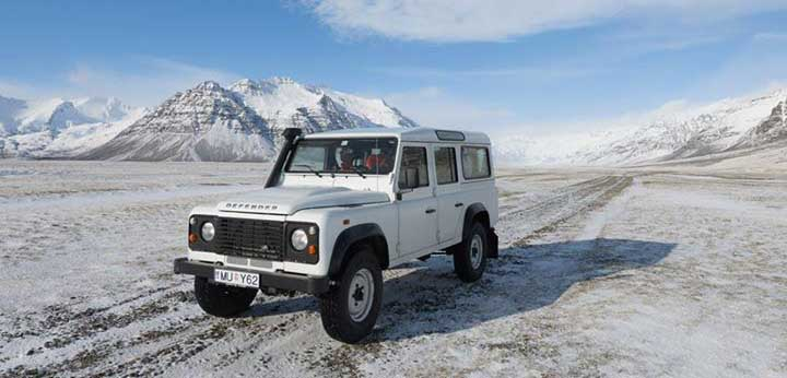 Landrover Defender in winter